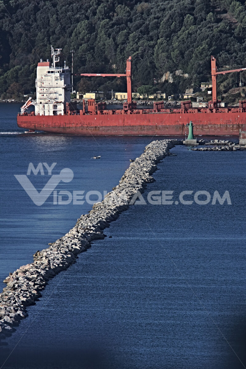 A cargo ship in the Gulf of La Spezia, Liguria. Foto navi. Ships photo.