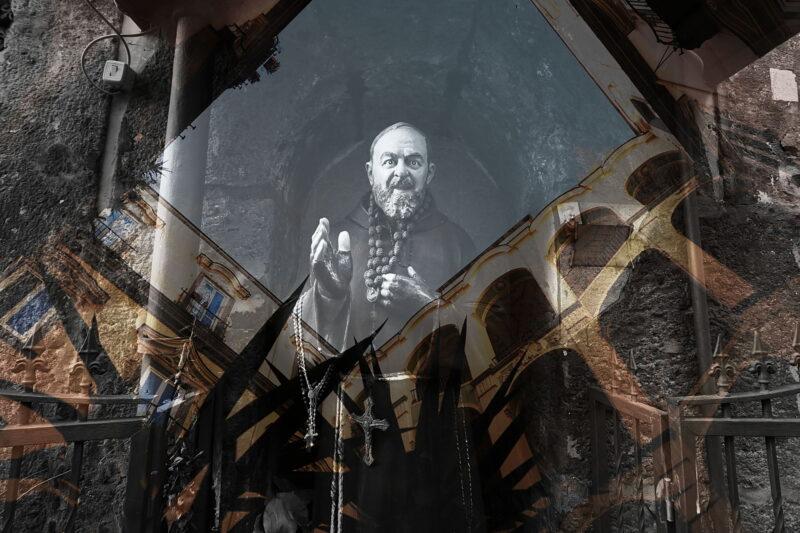 Palace of devotion. Fotografia d'arte di Paolo Grassi scattata a Napoli