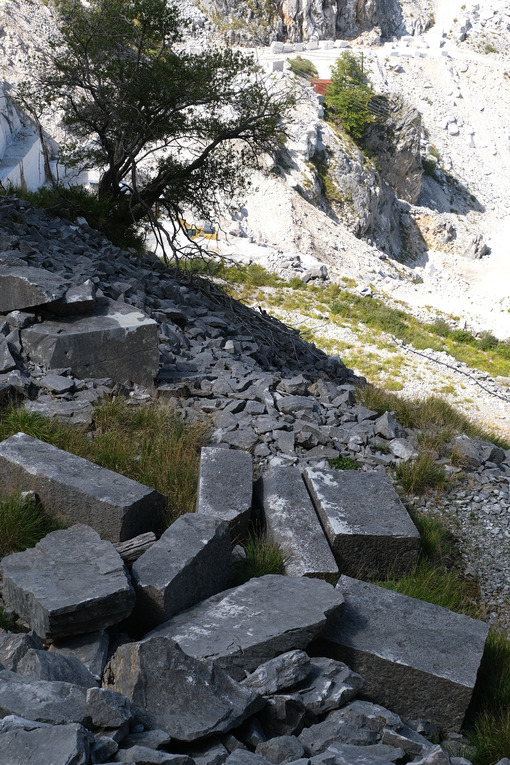 Abandoned marble blocks in an ancient quarry. - MyVideoimage.com | Foto stock & Video footage