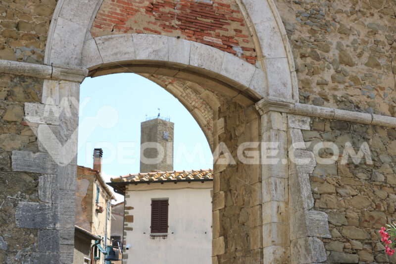 Access door to the village of Pereta, near Magliano in Maremma T - MyVideoimage.com