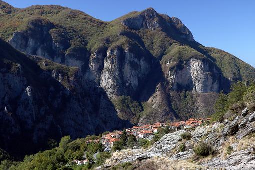 Alpi Apuane, Massa Carrara, Tuscany, Italy. Panoramic view of th - LEphotoart.com