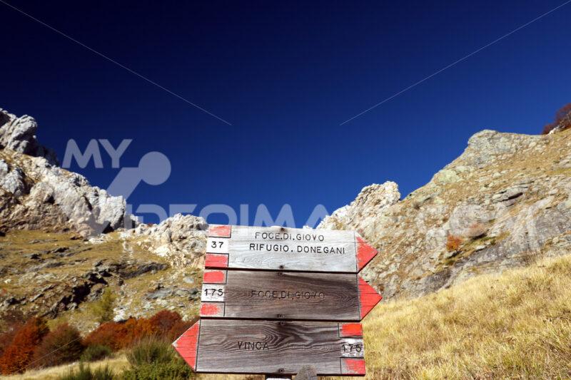 Alpi Apuane, Massa Carrara, Tuscany, Italy. Signposts indicating - LEphotoart.com