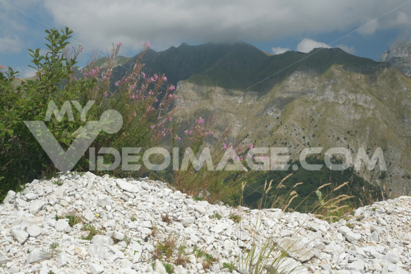 Alpi Apuane Panorama. Panorama of the Apuan Alps near a white marble quarry. Foto stock royalty free. - MyVideoimage.com | Foto stock & Video footage
