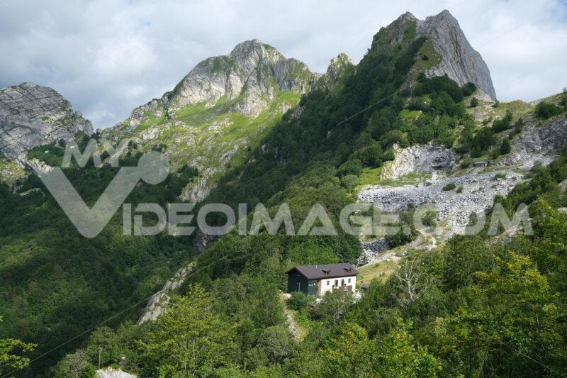 Alpine refuge, Alpi Apuane. Alpine refuge of Val Serenaia on the Apuan Alps in Tuscany. Stock photos. - MyVideoimage.com | Foto stock & Video footage