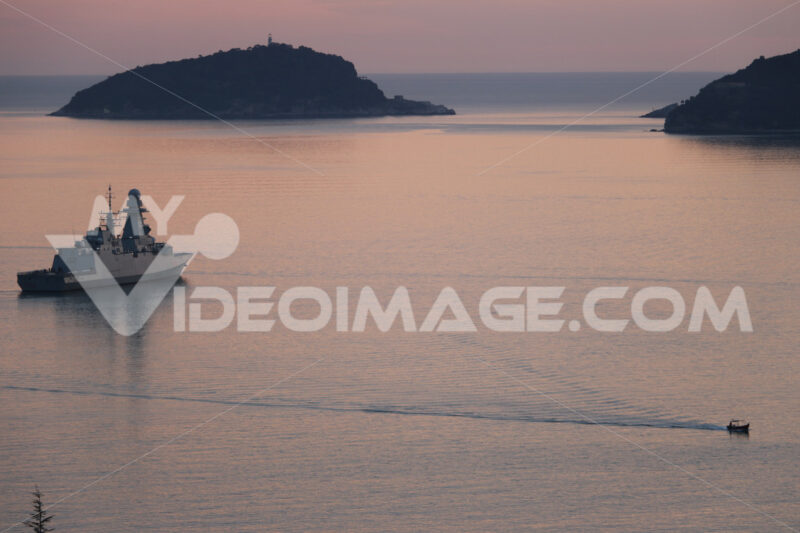 Alpino Ship of the Italian Navy anchored in the Gulf of La Spezia. In the background the islands of Tino and Palmaria. Foto navi. Ships photo.