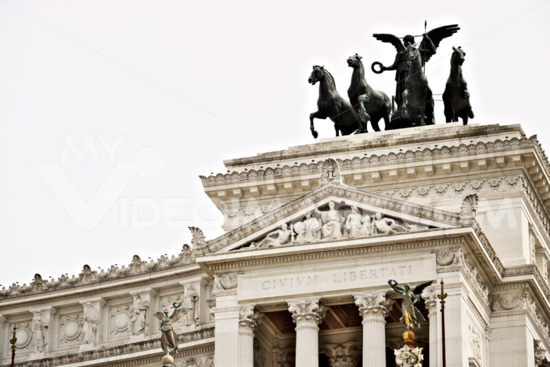 Altar of the Fatherland or Vittoriano in Piazza Venezia in Rome. Roma foto. - MyVideoimage.com