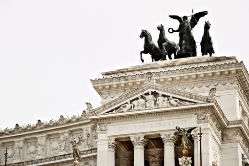 Altar of the Fatherland or Vittoriano in Piazza Venezia in Rome. Roma foto. - MyVideoimage.com