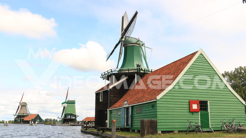 Alternative energy. Windmills of Zaanse Schans, near Amsterdam. The structures were - MyVideoimage.com | Foto stock & Video footage