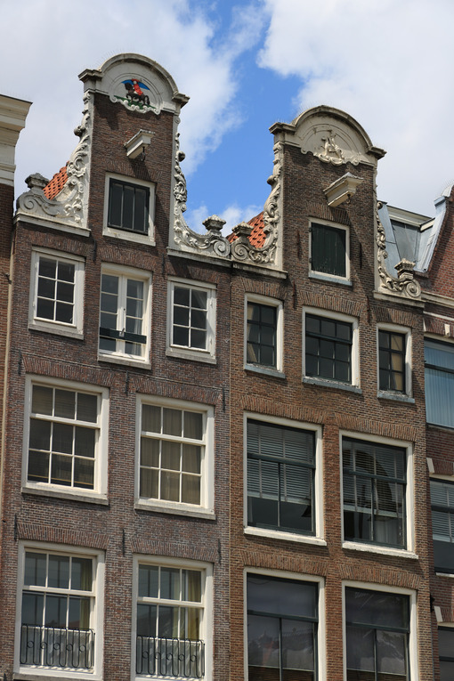 Amsterdam buildings facade. Detail of facades of typical buildings with hooks for lifting go - MyVideoimage.com | Foto stock & Video footage