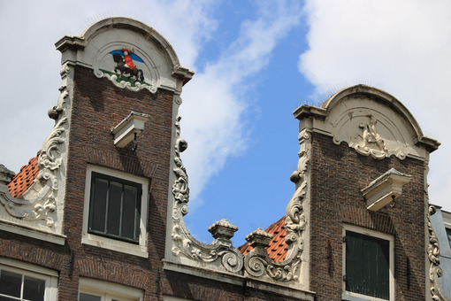 Amsterdam buildings. Detail of facades of typical buildings with hooks for lifting go - MyVideoimage.com | Foto stock & Video footage