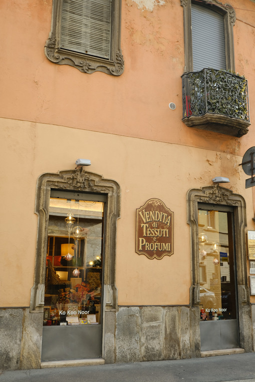 Ancient building with shops in the historic center of Busto Arsizio. Palace and sign in neo-Baroque style. - MyVideoimage.com