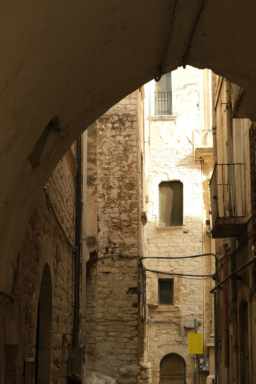 Ancient houses in the alleys of the city of Bari. - MyVideoimage.com