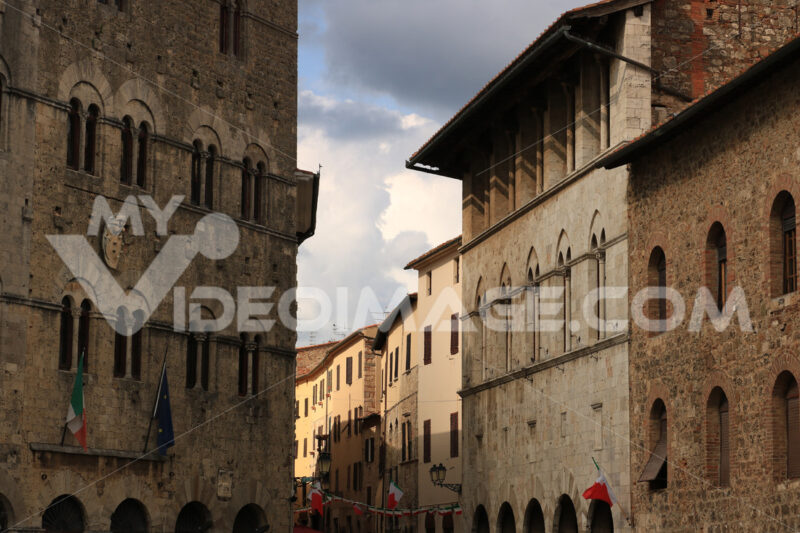 Ancient medieval buildings in Massa Marittima in Tuscany. Stone facades with mullioned windows. - MyVideoimage.com