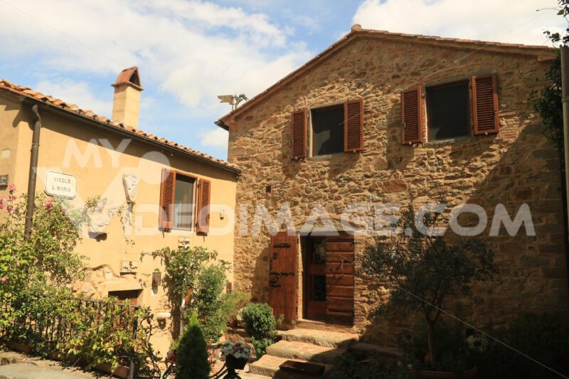 Ancient stone houses in the village of Pereta near Magliano in t - MyVideoimage.com