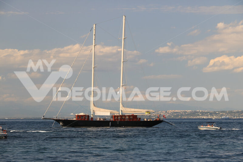 Ancient wooden sailboat in the middle of the sea. In the backgro - MyVideoimage.com