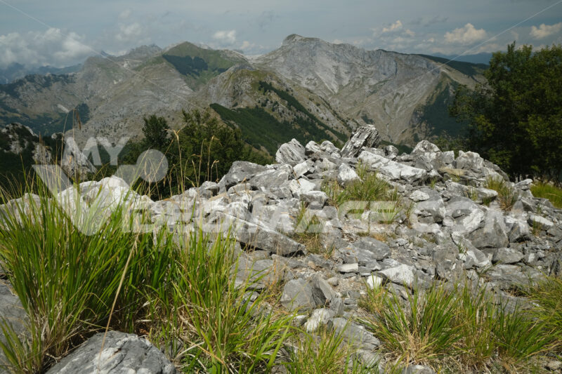 Apuan Alps. Apuan Alps mountains with marble debris. Stock photos. - MyVideoimage.com | Foto stock & Video footage