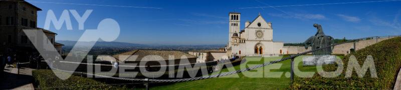 Assisi foto panoramica della basilica. Panoramic photograph of the Basilica of San Francesco in Assisi. - MyVideoimage.com | Foto stock & Video footage
