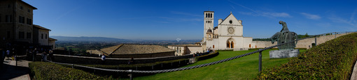 Assisi foto panoramica della basilica. Panoramic photograph of the Basilica of San Francesco in Assisi. - MyVideoimage.com | Foto stock & Video footage