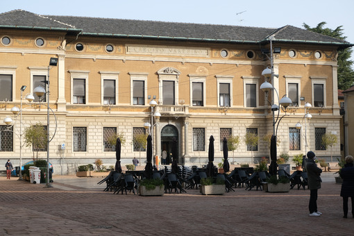 Banca Credito Varesino. In 1992 it was named Banca Popolare di Bergamo-Credito Varesino and in 2003 it was absorbed by the current UBI Banca - MyVideoimage.com | Foto stock & Video footage
