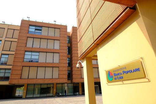 Banca Popolare di Lodi Modern building with brick facade. Foto stock royalty free. - MyVideoimage.com | Foto stock & Video footage