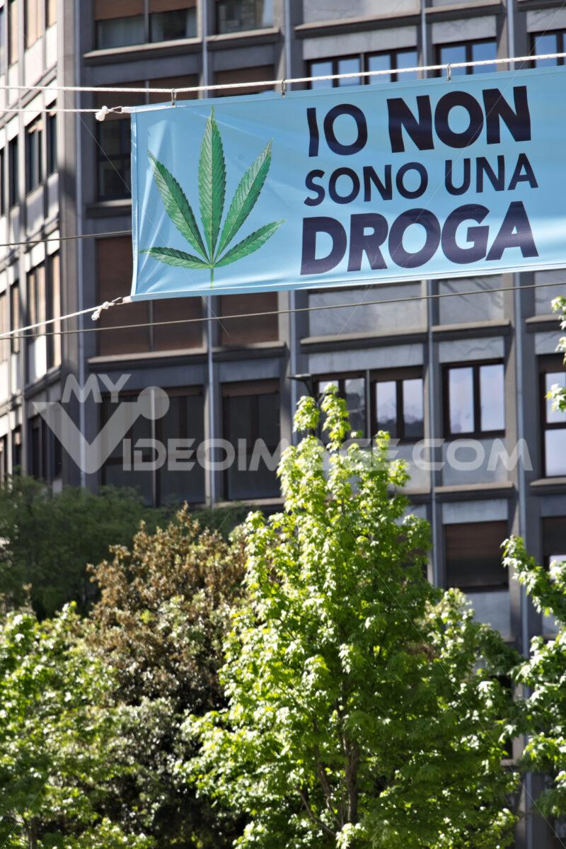 Banner in favor of Marijuana exhibited in Milan. - MyVideoimage.com