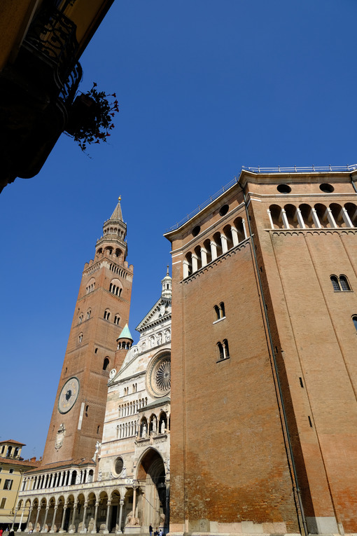 Baptistery, cathedral and Torrazzo tower. - MyVideoimage.com | Foto stock & Video footage