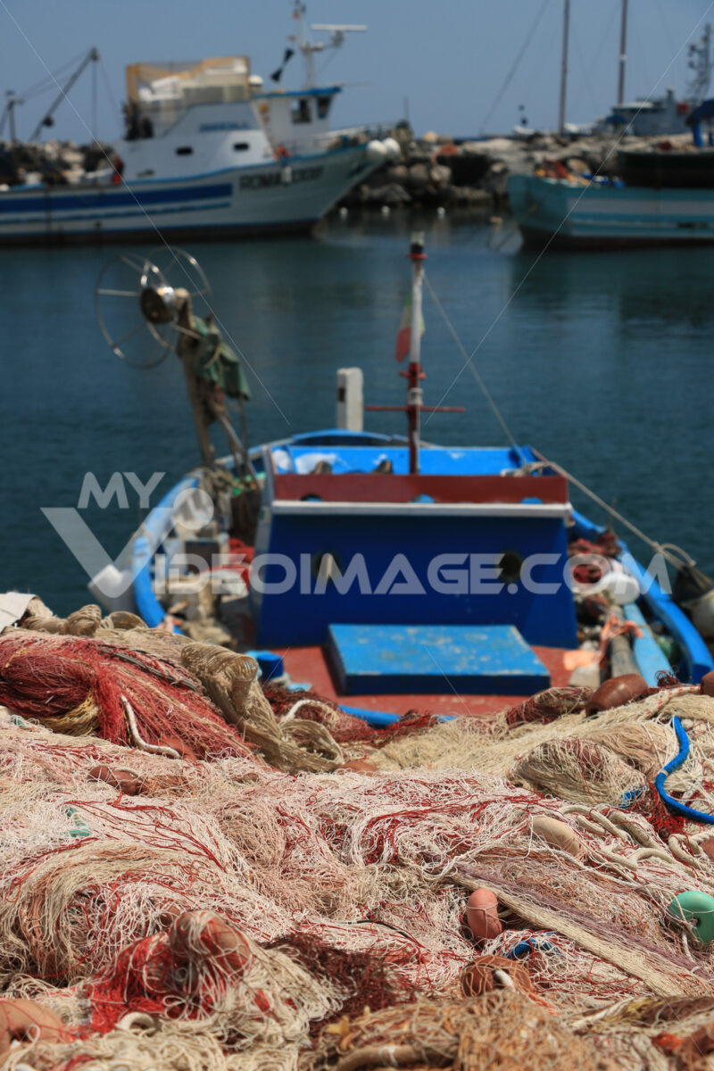 Barche di pescatori. Boats anchored in the port of Corricella on the Island of Procid - MyVideoimage.com | Foto stock & Video footage