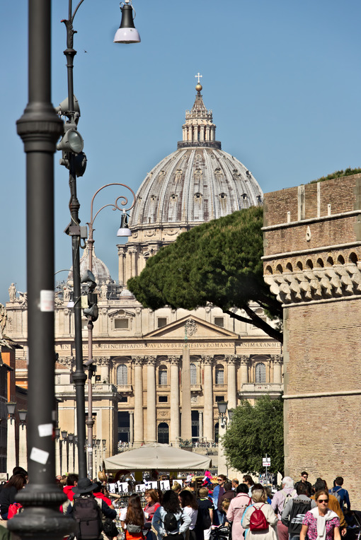 Basilica and dome of St. Peter. - MyVideoimage.com