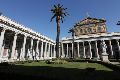 Basilica of San Paolo outside the walls in Rome. Colonnade and facade. Roma foto. - LEphotoart.com