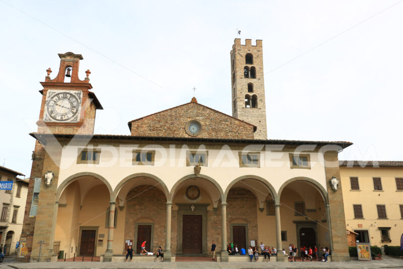 Basilica of Santa Maria all'Impruneta, near Florence. Porch with arches, vaulted ceilings and stone columns. - MyVideoimage.com