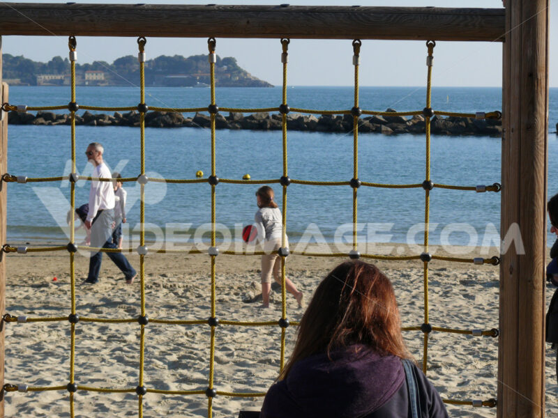 Beach games with net and ball. Children and people on the beach of San Terenzo di Lerici. - MyVideoimage.com