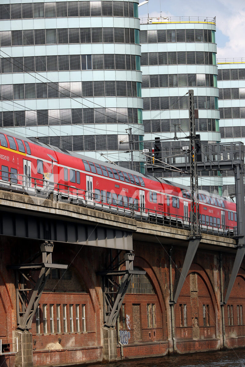 Berlin, Germany, 13 June 2018. The train passes over the river b - MyVideoimage.com