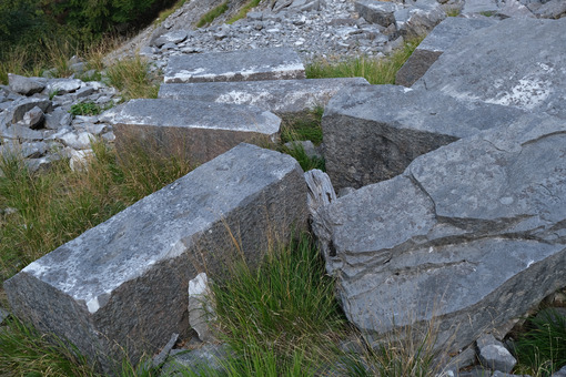 Blocks of marble. Abandoned marble blocks in an ancient quarry. - MyVideoimage.com | Foto stock & Video footage