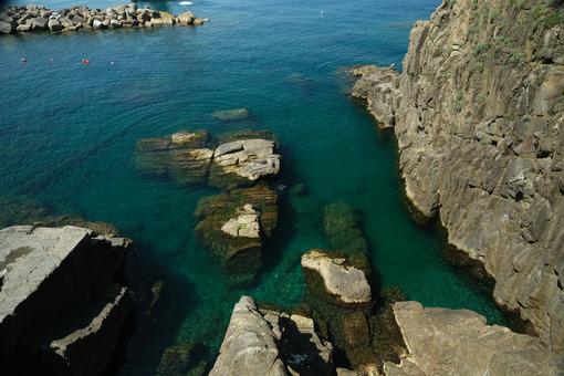 Blue sea and cliff in Riomaggiore, Cinque Terre. Royalty free photos. - MyVideoimage.com