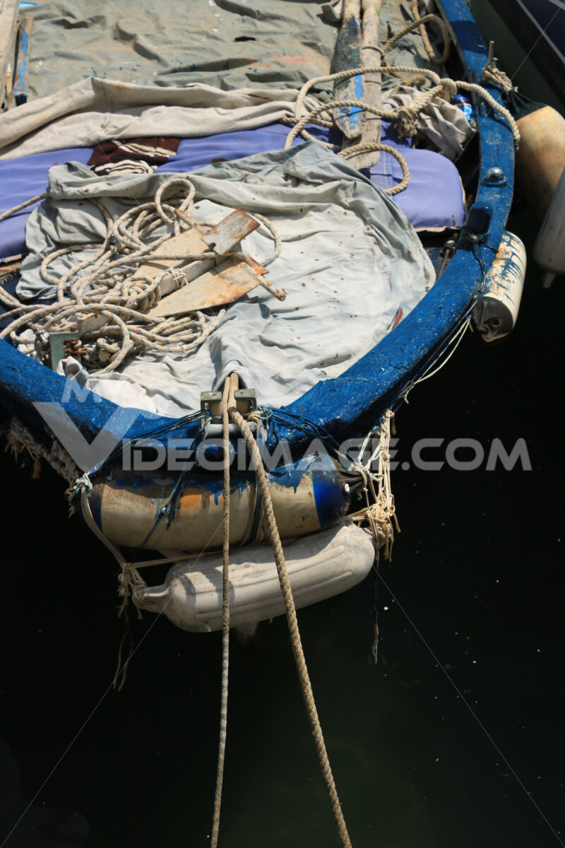 Boats anchored in the port of Corricella on the Island of Procid - MyVideoimage.com | Foto stock & Video footage
