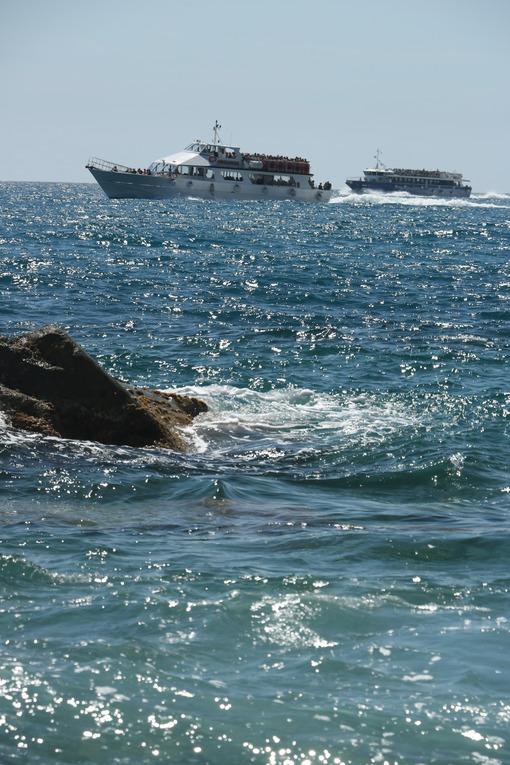 Boats full of tourists in the Cinque Terre marine park in Liguria, La Spezia. Sea pictures - MyVideoimage.com