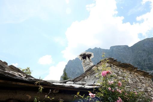 Borgo della Garfagnana. Houses in stone and white marble stones. Garfagnana, Campocatino, Apuan Alps, Lucca, Tuscany. Italy. - MyVideoimage.com | Foto stock & Video footage