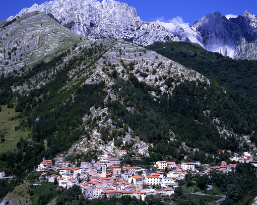 Borgo di Colonnata. Country of Colonnata near Carrara. Location famous for the production of Lardo di Colonnata. Toscana - MyVideoimage.com | Foto stock & Video footage
