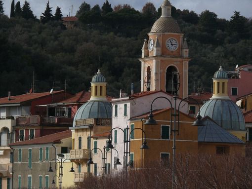 Borgo di San Terenzo in the municipality of Lerici. Church with bell tower at sunset. - MyVideoimage.com