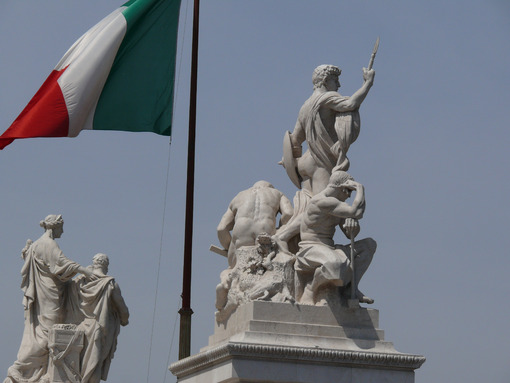 Botticino marble sculptures placed on the Altare della Patria in Rome. Roma foto. - MyVideoimage.com
