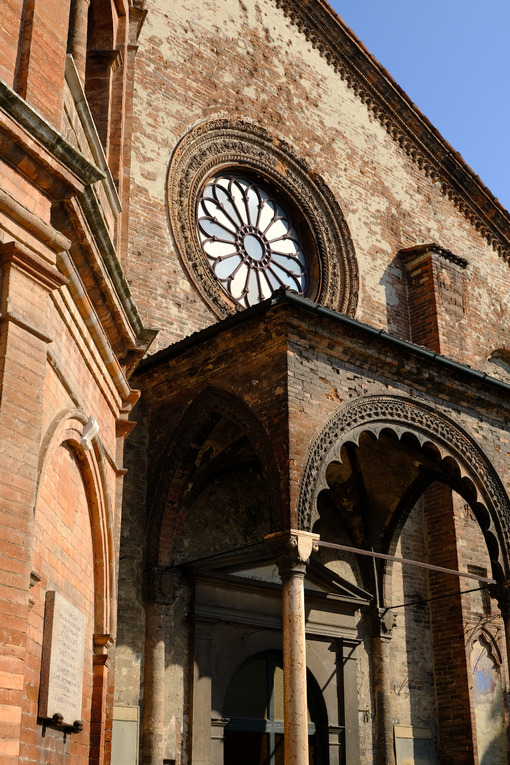 Brick rosette. Romanesque brick church. Stock photos. - MyVideoimage.com | Foto stock & Video footage