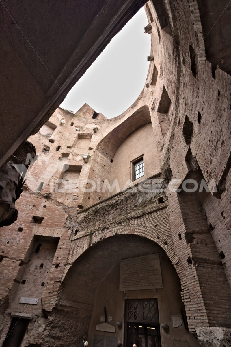 Brick walls at the Baths of Diocletian. Rome. Roma foto. Città italiane. Italian cities.