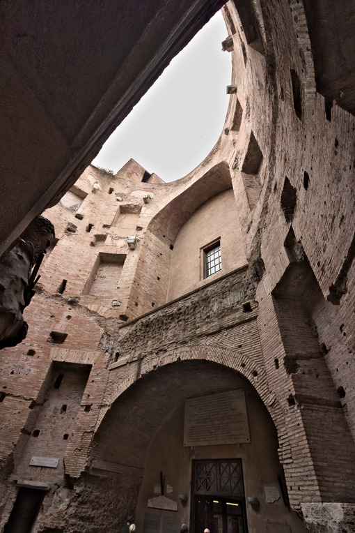 Brick walls at the Baths of Diocletian. Rome. Roma foto. Città italiane. Italian cities.