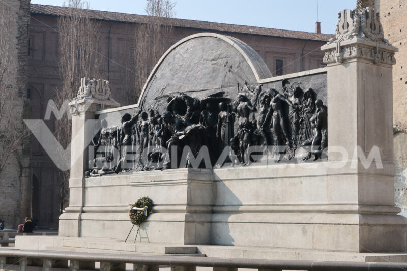 Bronze monument to music composer Giuseppe Verdi. The work is located in Parma, near the Pilotta buildings. - MyVideoimage.com