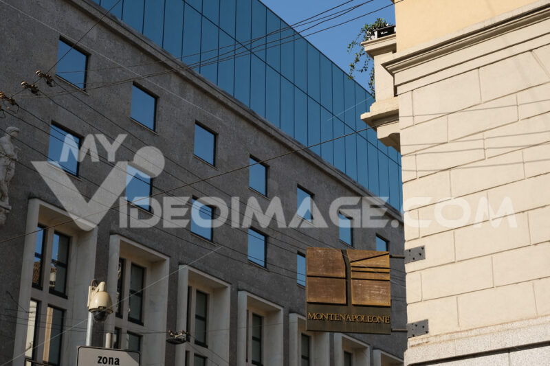 Bronze plaque with logo of the main street of Milan of high fash - MyVideoimage.com | Foto stock & Video footage