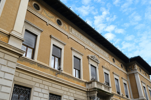 Building of the Credito Varesino bank and the historic center of Busto Arsizio. - MyVideoimage.com