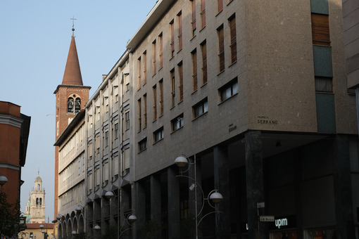 Buildings in via Milano in Busto Arsizio. Along the main street of the historic center of Busto there are buildings built starting from the 1950s. - MyVideoimage.com | Foto stock & Video footage
