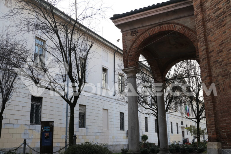 Busto Arsizio. Town Hall of Busto Arsizio and in the foreground the church of the civic temple of Sant'Anna. - MyVideoimage.com | Foto stock & Video footage