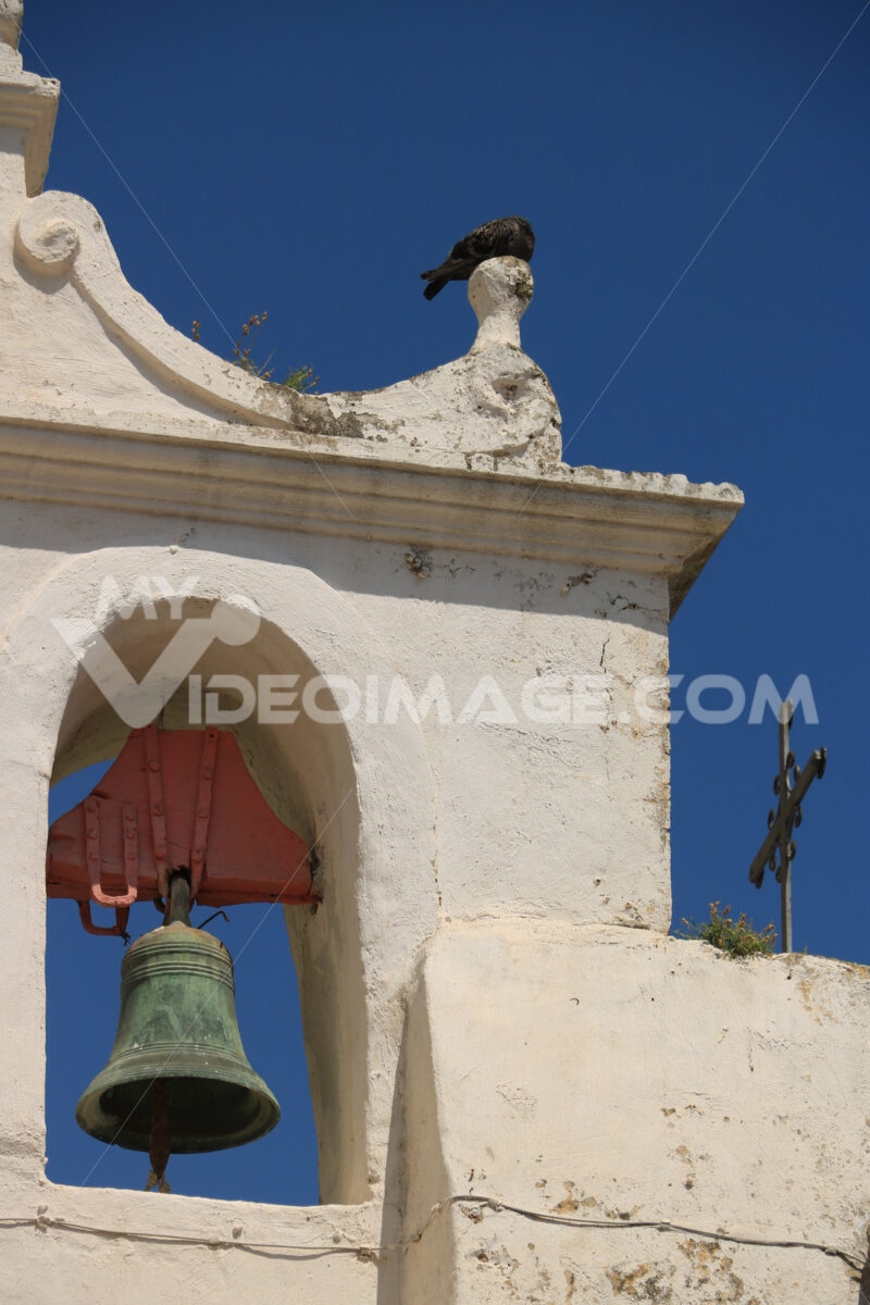 Campanile con campane. Bell tower with bells in a Mediterranean church on the island of - MyVideoimage.com | Foto stock & Video footage