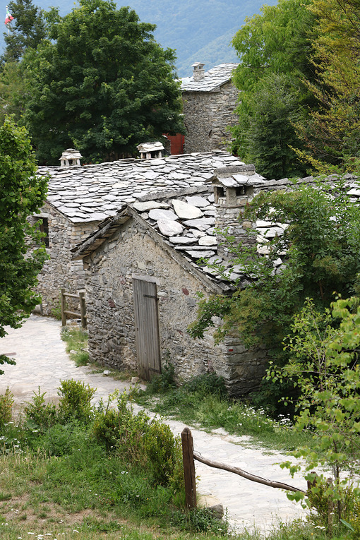 Campocatino. Houses in stone and white marble stones. Garfagnana, Campocatino, Apuan Alps, Lucca, Tuscany. Italy. - MyVideoimage.com | Foto stock & Video footage